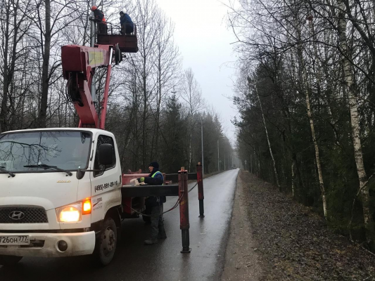 прокаладка кабеля с помощю автовышки с высотой поъёма 22 метра